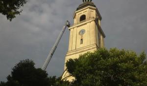 Blitzeinschlag in Kirchturm fordert Löschzug Bruchhausen