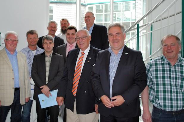 Im Olsberger Rathaus wurden jetzt die neu gewählten Ortsvorsteher der Stadt Olsberg in ihr Amt eingeführt (auf dem Foto fehlen: Elmar Hanfland, Michael Becker, Gerd Schmelter) - Foto: Stadt Olsberg.