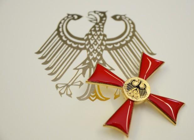 Das Bundestverdienstkreuz ist der Verdienstorden der Bundesrepublik Deutschland. Es wird für besondere politische, wirtschaftliche, kulturelle, geistige oder ehrenamtliche Leistungen verliehen (Foto: Judith Wedderwille/Kreis Soest).