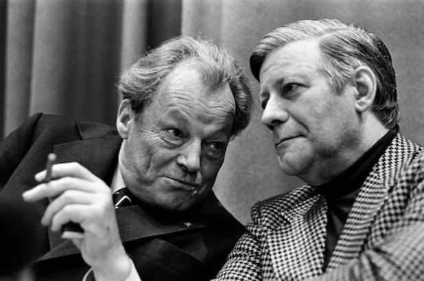 Willy Brandt und Helmut Schmidt auf dem SPD-Parteitag in Hamburg, 15. November 1974.  Der Parteitag fand vom 14. bis 19. November 1977 statt (Foto: Volker Hinz/Agentur Focus).
