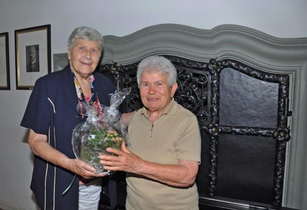 """Trudy Tissen (li.) und Ruth Krug sind tatsächlich """"in Freundschaft verbunden"""" (Foto: Stadt Lippstadt)."""