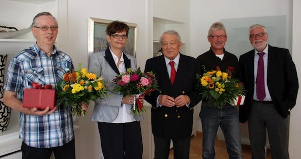 (von links): Hans-Werner Tiemann, Ulrike Treude, Hans Werner Kocherscheidt, Karl-Heinz Dickel und EJOT-Geschäftsführer Winfried Schwarz.