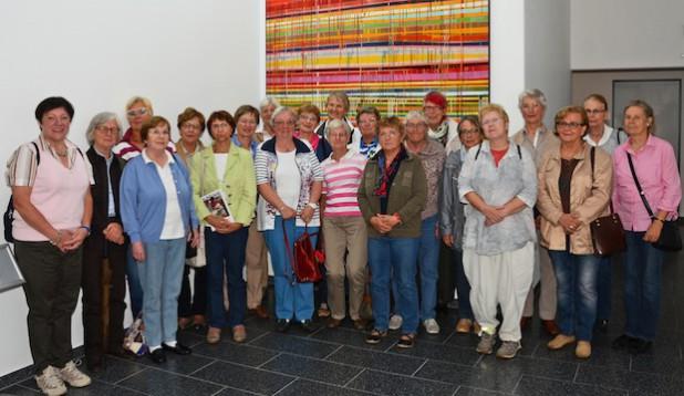 Die Mitglieder des International Ladies Club Soest besuchten jetzt der Rettungszentrum des Kreises Soest und warfen einen Blick hinter die Kulissen (Foto: Franca Großevollmer/Kreis Soest).