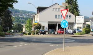 Ausfahrt des Kreisverkehrs wird entschärft