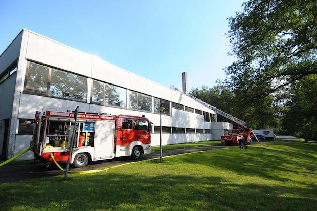 Photo of Dreifachturnhalle: Feuerwehr testete Dichtheit des Dachs