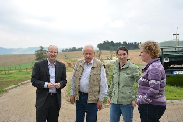 Photo of Michael Esken zu Besuch in landwirtschaflichem Betrieb