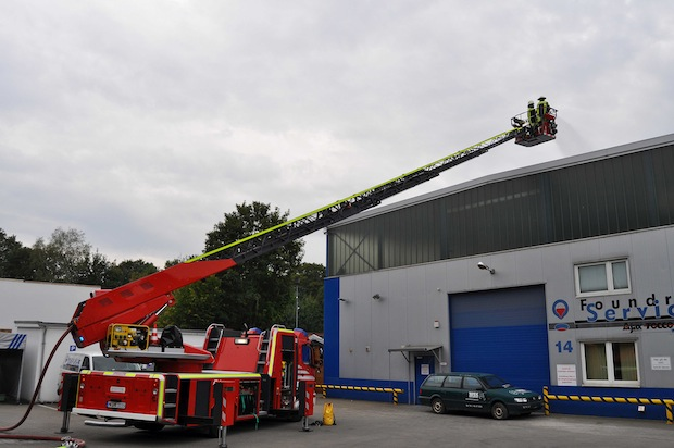 Photo of Übungsszenario: Dachdecker auf Firmendach verunglückt