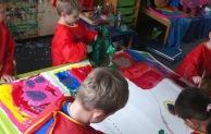 "Kinder malen nach ""Hundertwasserart"""