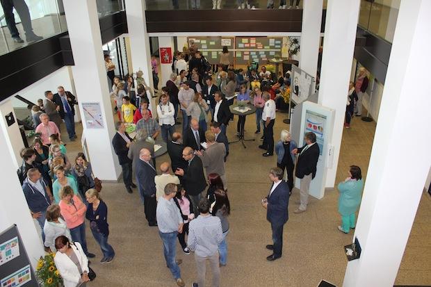 """Photo of Ausstellung """"Geblüht, verwelkt, zerstört"""" im Kreishaus"""