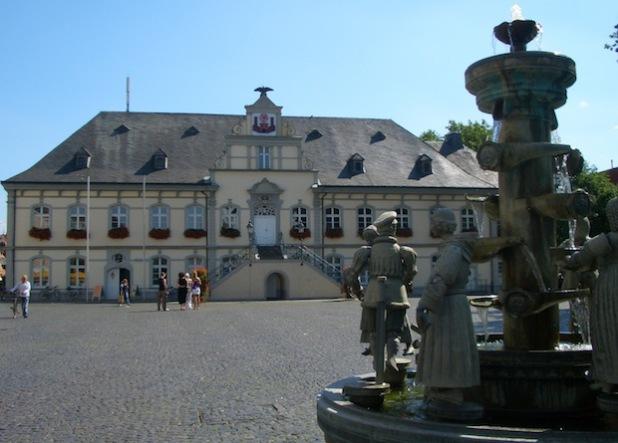Rathaus und Bürgerbrunnen (Foto: Stadt Lippstadt)