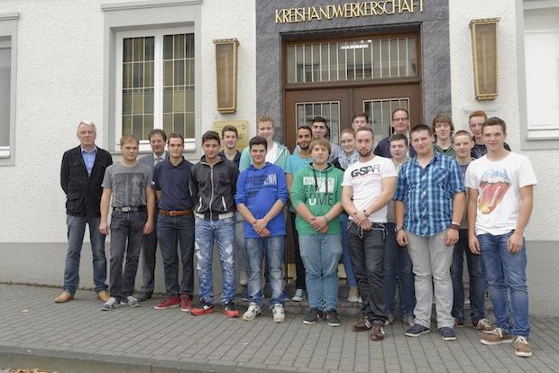 Photo of Kreishandwerkerschaft begrüßt 19 Auszubildende