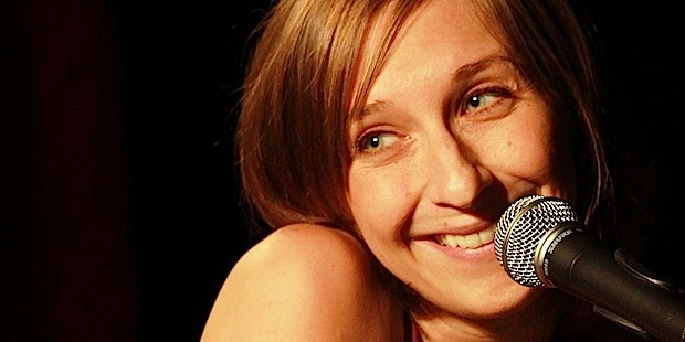 """Photo of Kabarettistin Sarah Hakenberg eröffnet """"kultur. AM ORT"""""""