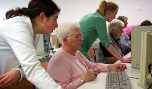 """Senioren sitzen bei """"Neuland"""" auf der Schulbank"""