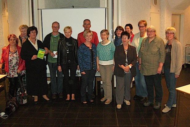 """Frank Herrmann (Bildmitte, hinten) referierte vor einigen Tagen in der Fairtrade-Stadt Attendorn zum Thema """"Faire Mode"""" (Foto: Hansestadt Attendorn)."""