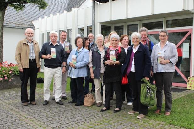 """Sie haben Lust auf neue Erfahrungen: die Moderatoren und Teilnehmer des kommenden Seniorenkurses """"Orientierung und Hilfe im Alter"""" (Foto: Gemeinde Wilnsdorf)."""