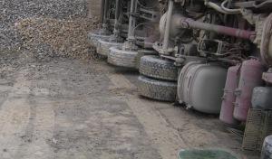 Brilon: Sattelzug flüchtet nach Unfall