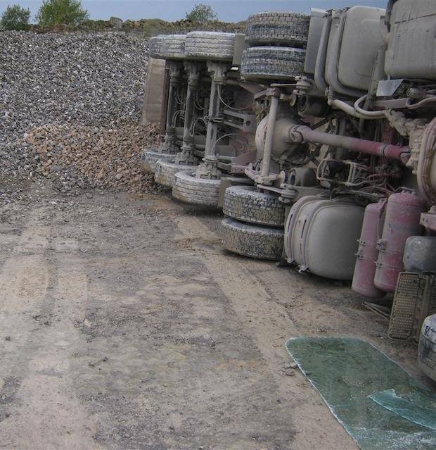 Photo of Brilon: Sattelzug flüchtet nach Unfall