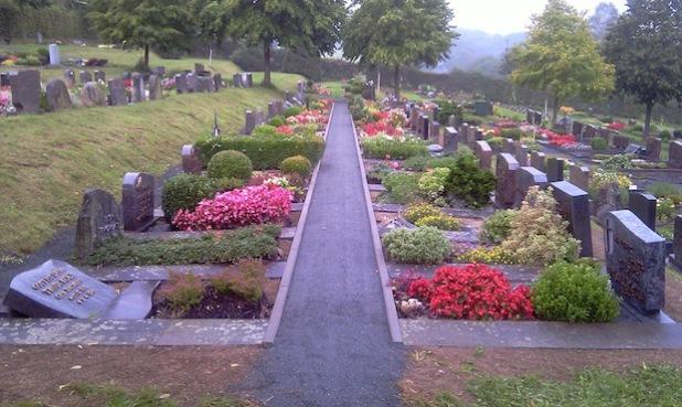 Erneuert wurde ein weiteres Naturgrabfeld am Friedhof in Niederdresselndorf (Foto: Gemeinde Burbach).