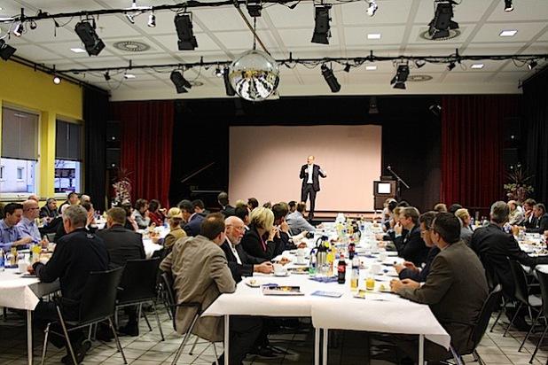 Mehr als 90 Gäste konnte Bürgermeister Michael Esken beim 12. Hemeraner Unternehmerfrühstück begrüßen (Quelle: Stadt Hemer)