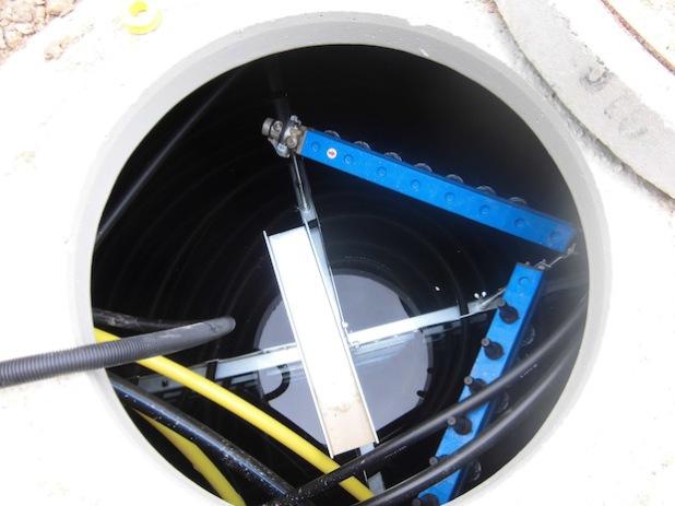 Der Eisspeicher, ein 10.000 Liter fassender Betonbehälter, dient zum Heizen im Winter und zum Kühlen im Sommer (Foto: Stadt Hilchenbach).