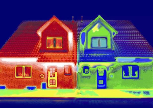 Die Thermocard macht Kältebrücken sichtbar (Foto: Raffi Derian/Märkischer Kreis).