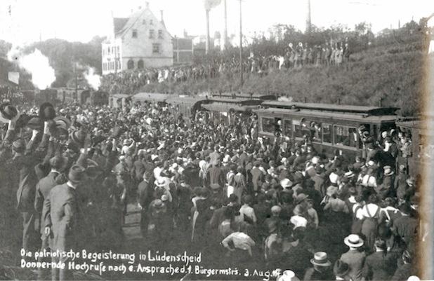 Verabschiedung von Reservisten am Lüdenscheider Bahnhof (Foto: Stadtarchiv Lüdenscheid).