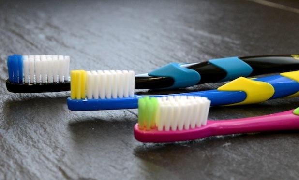 Richtiges Zähneputzen will gelernt sein, deswegen ist der Arbeitskreis Zahngesundheit Westfalen-Lippe Ende Oktober mit einer Zahngesundheits-Aktion in Lippstadt (Foto: Judith Wedderwille/Kreis Soest).