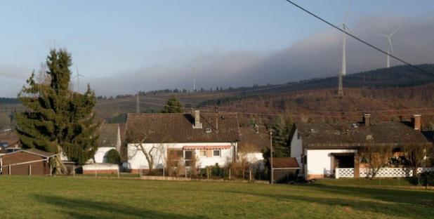 So könnte der Blick von der Oberstraße in Neunkirchens Ortsteil Wiederstein aussehen, wenn die zur Zeit geplanten Vorrangzonen umgesetzt würden (Foto: Gemeinde Neunkirchen).