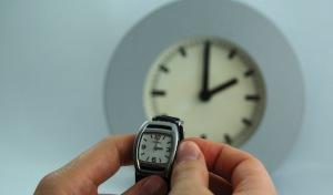 Frauen leiden unter Zeitumstellung: Fast die Hälfte hat laut KKH-Studie Schlafstörungen