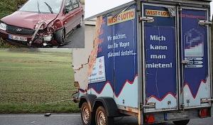 Anröchte-Uelde: Anhänger prallt in Gegenverkehr
