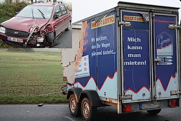 Photo of Anröchte-Uelde: Anhänger prallt in Gegenverkehr