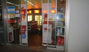 Betrüger ergaunern Guthaben-Codes in Tankstelle