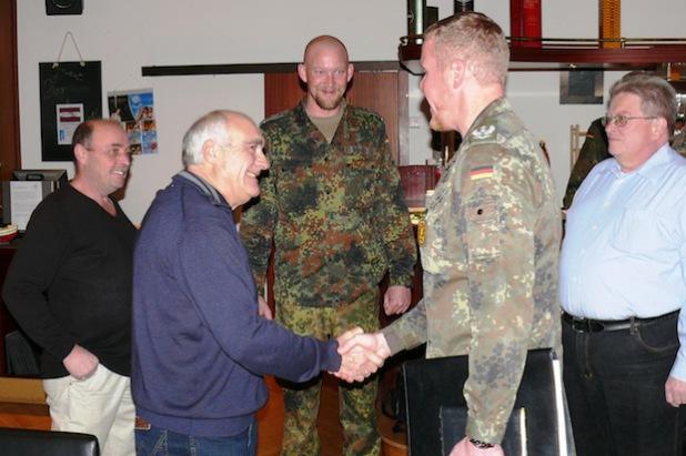 Oberstleutnant Andreas Springer begrüßte mehr als 60 ehemalige Soldaten und Beschäftigte am Luftwaffenstandort Erndtebrück als Gäste (Foto: Alexander Kehle).