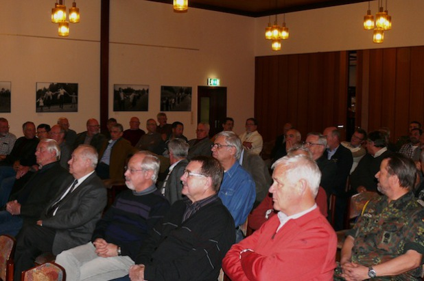 Volles Haus im Hachenberg-Casino. Mehr als 60 ehemalige Soldaten und Beschäftigte kamen zum Ehemaligentreffen (Foto: Alexander Kehle).