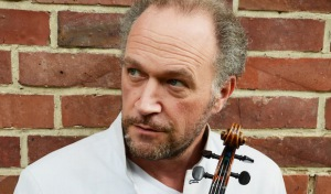 """Viertes Sinfoniekonzert """"Saitensprünge"""" in der Stadthalle"""
