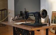 Ausstellung mit historischen Nähmaschinen