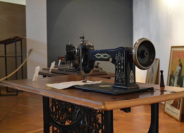 Photo of Ausstellung mit historischen Nähmaschinen
