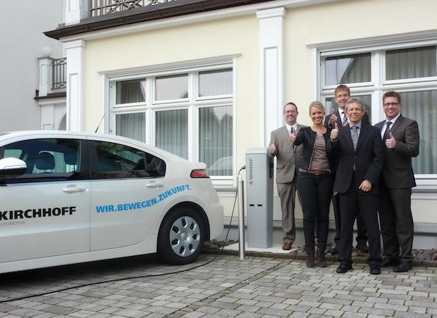 Photo of Volksbank Bigge-Lenne installiert erste Ladestation für Elektroautos
