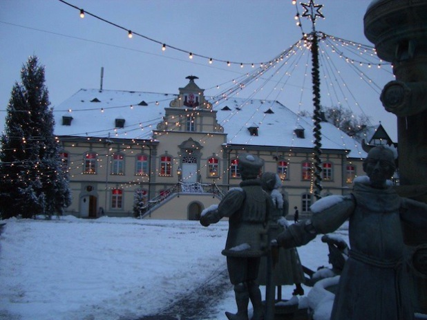 Der Rathausbrunnen im Winter (Foto: Stadt Lippstadt)