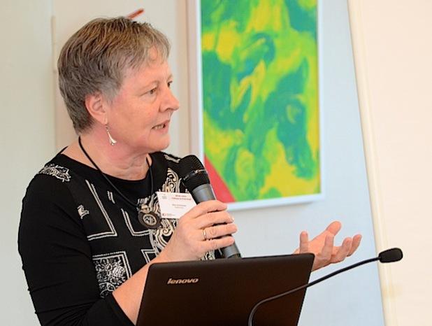 """Elke Schlösser (Aachen) begeisterte ihr Auditorium im Hubertus-Schwartz-Berufskolleg mit einem spannenden Vortrag zum Thema """"Interkulturelle Pädagogik in der Kita"""" (Foto: Wilhelm Müschenborn/Kreis Soest)."""