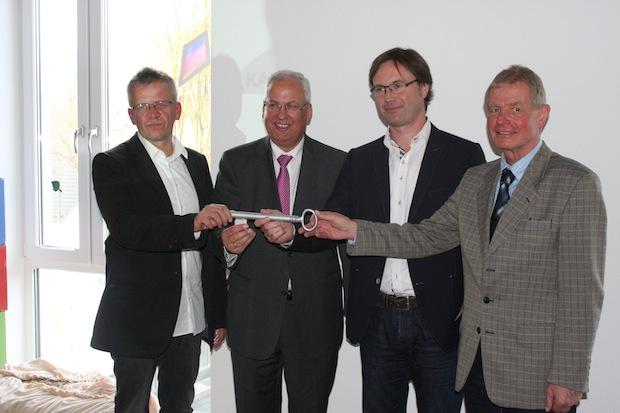 Photo of Symbolischer Schlüssel für die neue Kardinal-von-Galen-Schule
