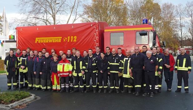 38 Angehörige der Freiwilligen Feuerwehren aus Erwitte, Geseke, Warstein und Wickede/Ruhr sowie des Rettungsdienstes und der feuerwehrtechnischen Zentrale des Kreises Soest haben das Seminar zur Dekontamination von Verletzten im Rettungszentrum des Kreises Soest teilgenommen erfolgreich absolviert (Foto: Harald Simon/Kreis Soest).