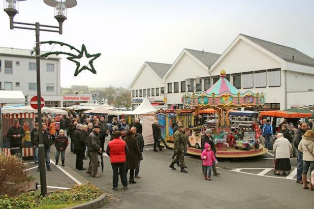 Am 1. Adventssonntag lädt der Wilnsdorfer Weihnachtsmarkt zu einem kleinen Bummel ein - Foto: Gemeinde Wilnsdorf