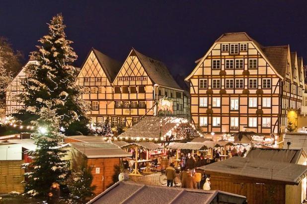 Der Soester Weihnachtsmarkt im Herzen der historischen Altstadt (Foto: Wirtschaft & Marketing Soest GmbH).