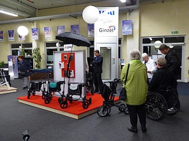 Im Anschluss an die Veranstaltung hatte eigens für deren Besucher Marcus Scholz vom Medical Center Südwestfalen in der Rotehausstraße 36 die Türen zur dortigen Ausstellung geöffnet (Foto: Stadt Iserlohn).