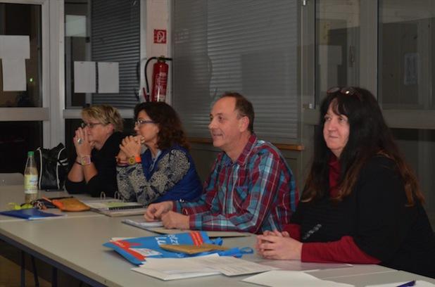Regisseurin Anke Lux (2. v.l.) mit Vorstandsmitgliedern (Quelle: Festspiele Balver Höhle).