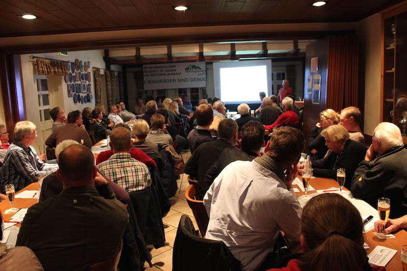 Foto: Über 80 Interessierte kamen zur Informationsveranstaltung gegen weitere Windräder in Rehringhausen. Foto: Sven Oliver Rüsche