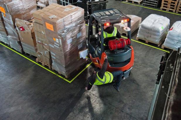 Im Beruf lauern viele Risiken. Häufig sind junge Mitarbeiter von Unfällen betroffen (Foto: djd/www.BGETEM.de).