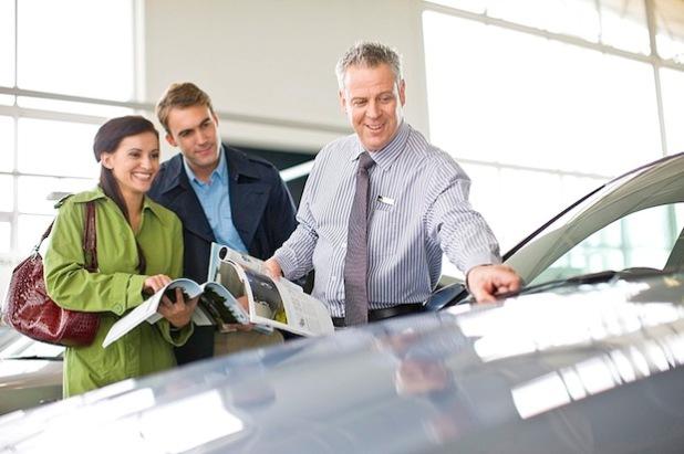 Welchen Antrieb soll das nächste Auto haben? Ob ein Diesel oder Benziner für sie auf Dauer günstiger ist, können Verbraucher vorab online berechnen. Welchen Antrieb soll das nächste Auto haben? Ob ein Diesel oder Benziner für sie auf Dauer günstiger ist, können Verbraucher vorab online berechnen (Foto: djd/Bosch/Corbis).
