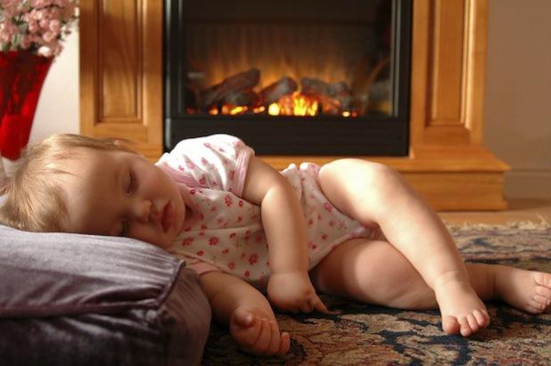 Schutz für die, die uns am Herzen liegen: Mit Kohlenmonoxidmeldern lassen sich Unfälle im Haus durch Vergiftungen mit dem farb- und geruchlosen Gas aus Öfen und anderen Brennern vermeiden (Foto: djd/honeywell/iStock).